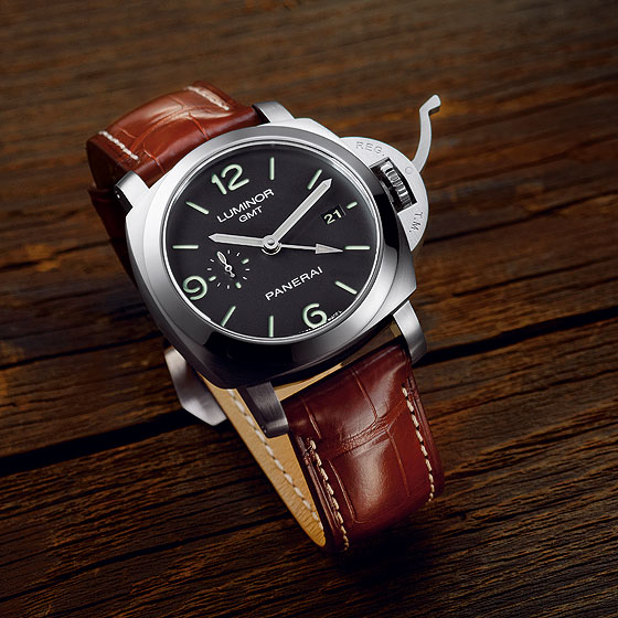Panerai Luminor 1950 3 Days GMT front