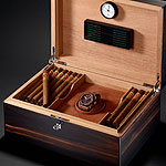 Hublot King Power Arturo Fuente in cigar box