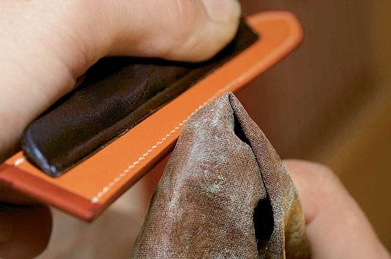 Hermes leather strap -  edge finishing