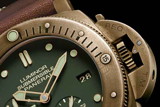 Panerai PAM00507 Luminor Submersible Bronzo - crown detail