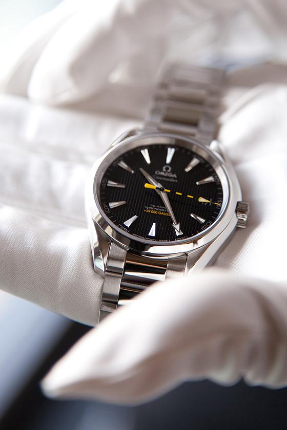 Omega Seamaster 15,000 Gauss - glove