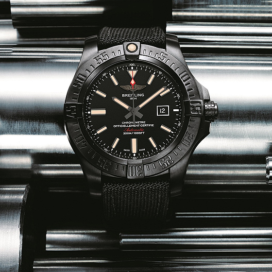 Breitling Avenger Blackbird - background