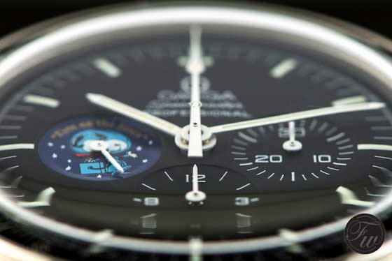 Omega Speedmaster Snoopy dial - angle