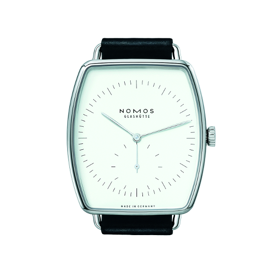 The Lux also comes in a version with an all-white dial.