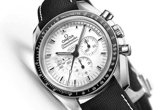 Omega-Speedmaster-Moonwatch-Professional-Silver-Snoopy-Award-Apollo-13-6