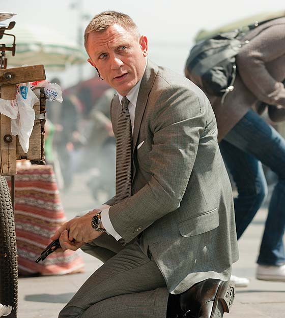Daniel Craig as James Bond in SKYFALL wearing OMEGA Seamaster