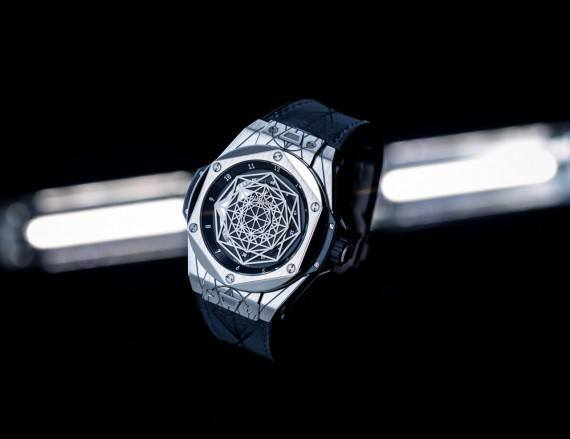 Hublot Big Bang Sang Bleu - angle