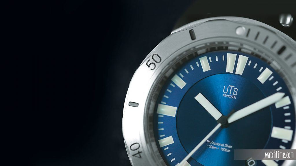 The blue dial has a two-layered appearance, with a galvanic finish over a sunray pattern for the inner portion.