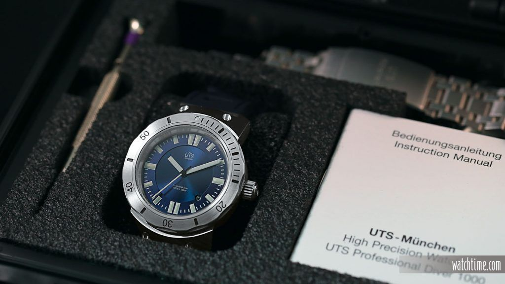 The UTS 1000M is packaged in a hard black case, with different straps, a screwdriver and spare parts (hex screws and spring bars).