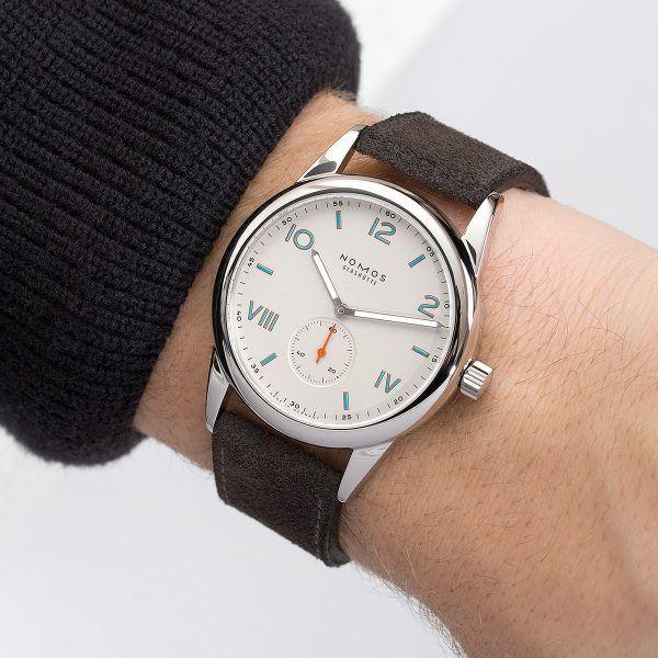 Nomos Club Campus - wrist
