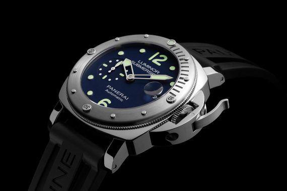 Panerai Luminor Submersible Acciaio LE - angle
