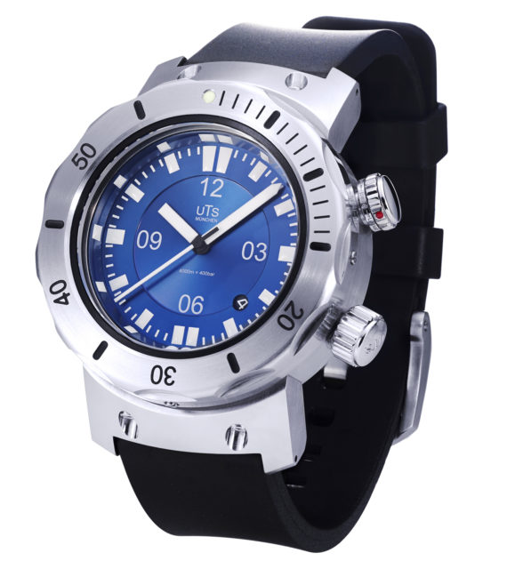 https://www.watchtime.com/wp-content/uploads/2018/07/uts-4000m-pacific-blue-horizon-570x649.jpg