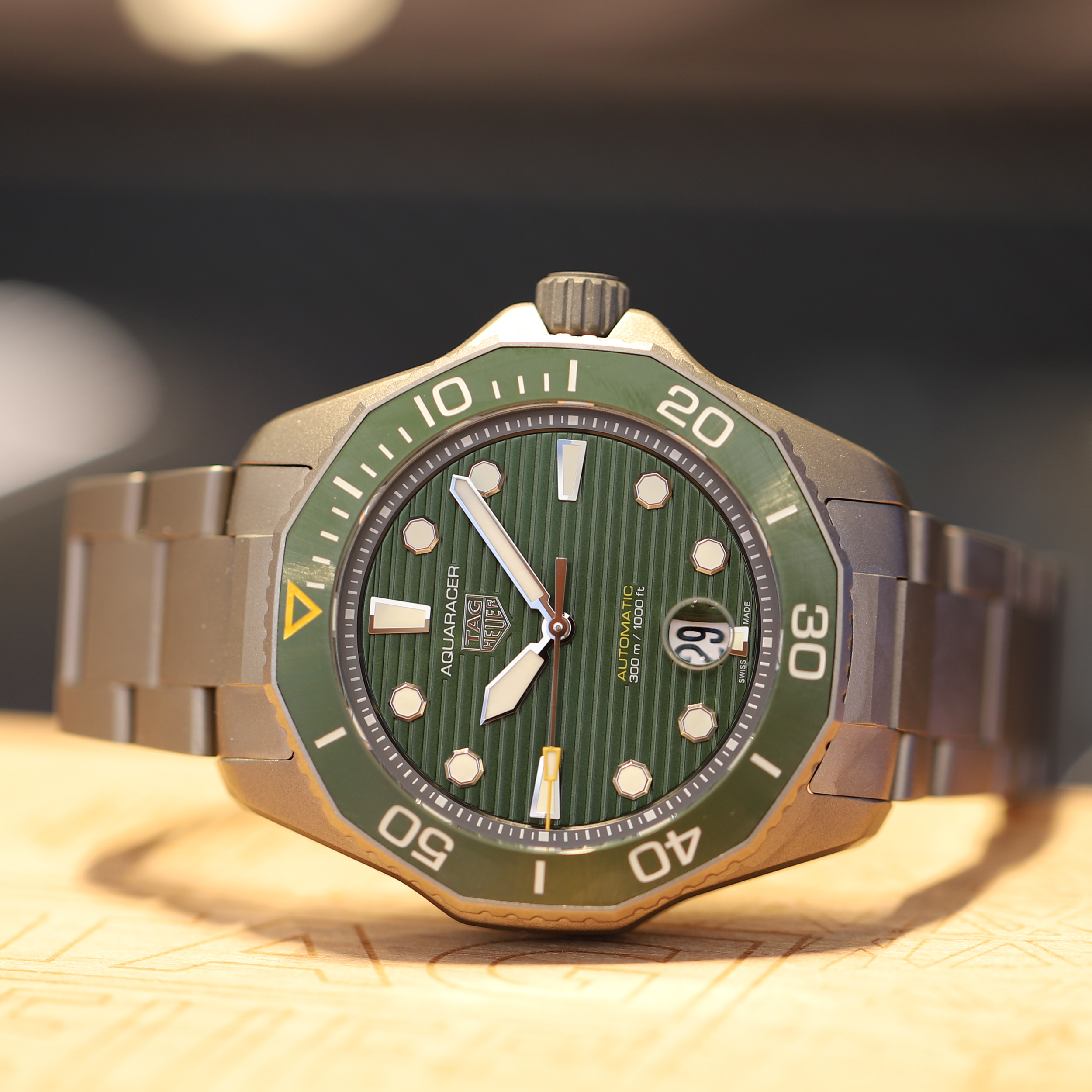 TAG Heuer Aquaracer Ti Green Hands On Featured 2021.